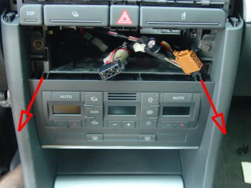 ausbau der mittelkonsole und des halterahmens fuer radio